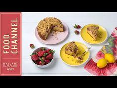 Αυτό το πανεύκολο κέικ λεμονιού τα έχει όλα: αρωματικό, με αφράτη βάση, τραγανό crumble και ζουμερές, καραμελωμένες φράουλες. French Toast, Sweets, Fruit, Breakfast, Recipes, Food, Cakes, Morning Coffee, Gummi Candy