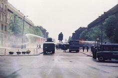 Cracow, Aleja Róż,1983. Milicję armatki wodne do rozpędzania demonstracji w czasie stanu wojennego.