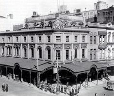 Royal Mail Hotel at the south-east corner of Swanston and Bourke Streets,Melbourne in Victoria (year unknown). Melbourne Girl, Melbourne Victoria, Victoria Australia, Melbourne Australia, Lost Hotel, Australian Architecture, Famous Places, Best Cities, Historical Photos