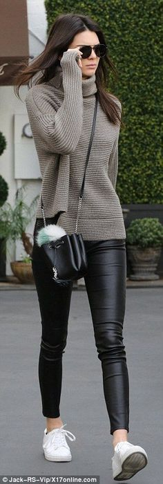 This leather leggings outfit is so cute for the fall or winter! with leggings 20 Ways To Wear Leather Leggings With Your Outfit - Legging Outfits, Leather Leggings Outfit, How To Wear Leggings, Faux Leather Leggings, Leggings Fashion, Leggings Outfit Fall, Outfits With Leather Pants, Grey Jumper Outfit, Leggings Party