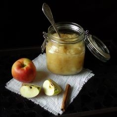 A healthy apple sauce than can be used in deserts or as a side dish for red meat. (in Romanian) Healthy Apple Desserts, Healthy Sauces, Healthy Food, Homemade Applesauce, Sweets Recipes, Vegetable Dishes, Apple Sauce, No Bake Cake, Love Food