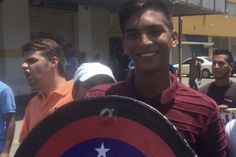 <p>El diputado de la Asamblea Nacional por la MUD, Juan Andrés Mejía, informó la mañana de este domingo 28 de mayo que falleció el joven César Pereira, de 21 años, quien fue herido este sábado durante una protesta de oposición en Anzoátegui.</p>