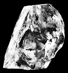The Cullinan Diamond, found in Premier No. 2 mine in Cullinan in South Africa in was the largest rough diamond suitable for making gems ever discover Diamond Mines, Rough Diamond, Uncut Diamond, Diamond Gemstone, Crown Jewels, Royal Jewels, Krystal, South Africa, Amethyst