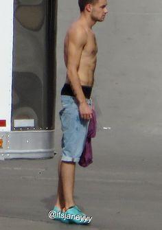 Liam Payne Shirtless In Vegas + Lealanor