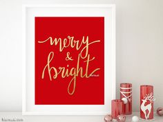 "Instant digital download: printable Christmas decor, featuring the saying ""merry & bright"", in hand lettered modern calligraphy by blursbyai. Color: faux gold foil and red background (shown). Please note that this fake gold foil will not be printed as actual gold ink. It will print with standard colors, as a photography of foil. Included sizes: - 8x10"" to be printed on A4 paper or letter size paper. Image area is 8x10 inch. It will fit frames with mat for 8x10 inch prints. - 16x20"""