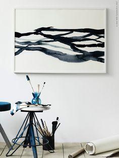 Aldrig har det väl funnits ett större intresse för konst och vad vi har på väggarna! Trenden med stora tavlor och textila bonader väcker DIY kreativiteten till liv, så här gör vi konst av de vackra måleriska textilierna i STOCKHOLM 2017 kollektionen.