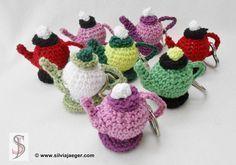 crocheted key ring – jug - Jewelry Diy and Making Crochet Fairy, Crochet Dragon, Easter Crochet, Love Crochet, Crochet Hats, Cotton Crochet, Thread Crochet, Japanese Crochet, Crochet Keychain