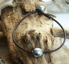 Perles noires de Tahiti bracelet homme cuir par PerlaMundi sur Etsy #LD2C