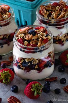 Berry Yogurt Breakfast Parfait Quick Healthy Breakfast for Mornings When You Are on the Go! Layers of Greek Yogurt Granola Strawberries Blueberries Raspberries and Pecans! Breakfast And Brunch, Quick Healthy Breakfast, Breakfast Parfait, Healthy Snacks, Perfect Breakfast, Greek Yogurt Recipes Breakfast, Greek Yoghurt Recipes, Breakfast Ideas, Healthy Recipes