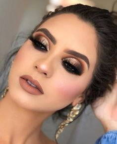 37 Beautiful Neutral Makeup Ideas for the Prom Party # prom # # . - Make Up Welt - Makeup Prom Makeup Looks, Cute Makeup, Glam Makeup, Simple Makeup, Easy Makeup, Amazing Makeup, Makeup Looks For Weddings, Gold Makeup Looks, Stunning Makeup