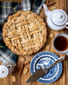 It's pie season again and I've been perfecting my apple pie game ever since we returned from our visit to Apple Hill last month. We picked entirely too many apples so this apple pie recipe… Ultimate Apple Pie Recipe, Apple Pie Recipes, Fall Recipes, Apple Pies, Pie Game, American Apple Pie, Pie Decoration, Recipe Fo, Pie Shop
