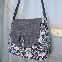 Další várka kabelek - Her Crochet Fabric Handbags, Fabric Bags, Patchwork Bags, Quilted Bag, Bag Quilt, Sacs Design, Diy Bags Purses, Diy Handbag, Bag Patterns To Sew
