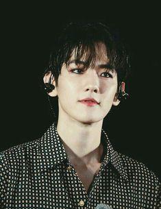 You look so handsome Baekhyun oppa! Sehun Oh, Chanyeol Baekhyun, Park Chanyeol, Exo Ot12, Chanbaek, Kpop Exo, Exo K, Taemin, Xiuchen