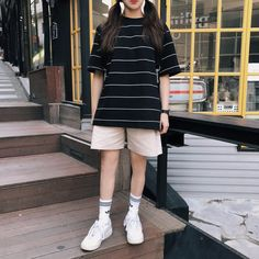 Korean Casual Outfits, Boyish Outfits, Cute Casual Outfits, Short Outfits, Grunge Outfits, Tomboy Fashion, Look Fashion, Streetwear Fashion, Fashion Outfits