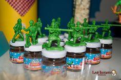 Potinho de vidro tipo geléia, personalizado em qualquer tema. Esse foi feito para uma festinha do toy story, com aplicação de soldadinho de plástico na tampa. <br> <br>* Quantidade mínima: 20 unidades <br>* Desconto acima de 50 unidades