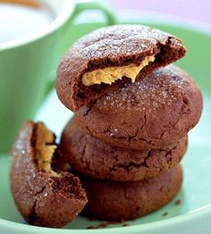 23 Favorite Cookie Recipes Peanut Butter Munchies Chocolaty on the outside, these sweets offer a deliciously creamy peanut butter center.Peanut Butter Munchies Chocolaty on the outside, these sweets offer a deliciously creamy peanut butter center. Holiday Desserts, Just Desserts, Delicious Desserts, Dessert Recipes, Yummy Food, Holiday Cookies, Dessert Healthy, Healthy Food, Favorite Cookie Recipe