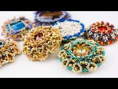 realizzato con delica e chaton swarovski Jewelry Making Tutorials, Beading Tutorials, Beaded Jewelry Patterns, Beading Patterns, Seed Bead Projects, Tatting Jewelry, Lesage, Barrettes, Earring Tutorial