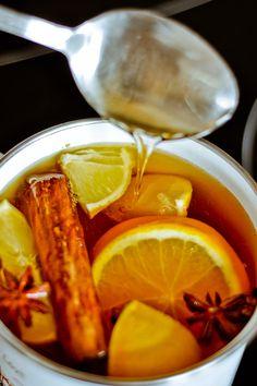Herbata rozgrzewająca imbir + cynamon + anyż Coffee Photography, Food Photography, Tea Wallpaper, Tea For One, Sugar Free Desserts, Tea Art, Coffee Art, Tea Time, Good Food