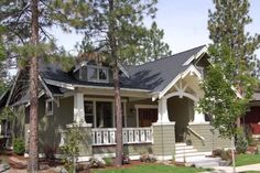 love bungalow style and their porches Small House Plans, House Floor Plans, Cottage Homes, Cottage Style, Bungalow Homes, Style At Home, Craftsman Style House Plans, Craftsman Homes, Craftsman Kitchen
