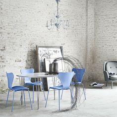 Monochrome Series 7 Chairs Trieste Blue with Piet Hein, Arne Jacobsen, Bruno Matthson Span Leg Table | Fritz Hansen