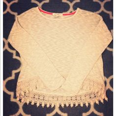 Heather Oatmeal Crochet Sweater Flirty crochet hemmed sweater featuring an oatmeal color. The sweater is made of a light weight material and has a scoop neckline. This sweater has never been worn and the price is always negotiable! ☺️ Kohl's Sweaters