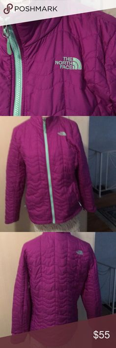 North face xl jacket Comes from a smoke free home.  This coat has no stains or holes on or in it. I wore it 2x's & is not my style anymore plus I have so much stuff it's crazy..!I'm cleaning out my closet of clothes, handbags, makeup & shoes. So keep checking back ...! North Face Jackets & Coats Blazers
