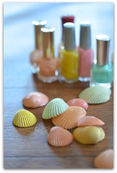 『貝殻+マニキュア』 - Lilly is Love Seashell Painting, Seashell Art, Seashell Crafts, Beach Crafts, Summer Crafts, Diy And Crafts, Arts And Crafts, Dot Painting, Diy For Kids