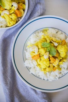 Recept: Karfiolové kari s kokosovým mliekom Zdravo, Curry, Ethnic Recipes, Food, Cilantro, Kalay, Meals, Curries, Yemek