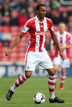 ~ Steven N'Zonzi of Stoke City against Manchester City ~ Stoke City Fc, English Premier League, Best Player, Manchester City, Soccer, Football, Club, Running, Places