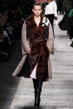 Fendi Fall 2014 Ready-to-Wear Fashion Show - Lily McMenamy