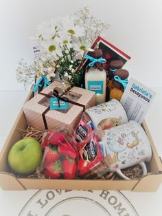 Gift Hampers, Gift Baskets, Breakfast Basket, Birthday Box, Brunch Party, Bff Gifts, Diy Gifts For Boyfriend, Coffee Gifts, Creative Gifts