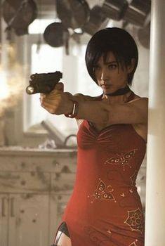 Li Bingbing as Ada Wong / Resident Evil Retribution Resident Evil 5, Resident Evil Cosplay, Li Bingbing, Princesa Peach, Ada Wong, Actrices Hollywood, Milla Jovovich, Badass Women, Poses