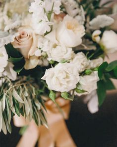 We've noticed a trend. Fluffy pale bouquets were the name of the game in June. July was all about heavy greens and keeping it simple. August has a lineup of punchy bright and bold blooms. September and October will be edgy contemporary and fresh. My question for you: what's your favourite month for flowers?  @tracy.grace  @satinandsnow #wedding #weddinginspiration #bridal