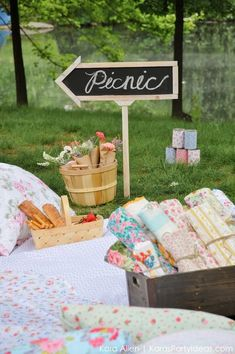 Scouting about for a perfectly styled picnic in New York Central Park? Kara's Party Ideas has featured a gloriously styled picnic just for you. Picnic Birthday, 30th Birthday Parties, 3rd Birthday, Birthday Ideas, Kids Picnic, Summer Picnic, Picnic Parties, Picnic Ideas, Picnic Recipes