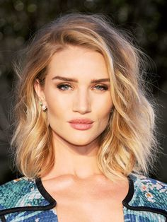 5 summer hairstyles 2016 everyone will wear, HAİR STYLE, The Beach BobAn itself is the praise (Long Bob) already the trend hairstyle But he looks particularly sexy - as here at Rosie Huntigton-Whiteley. Hair Styles 2016, Medium Hair Styles, Short Hair Styles, Hair Medium, Celebrity Haircuts, Trendy Haircuts, Layered Haircuts, Layered Lob, Modern Haircuts