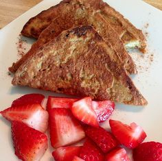 Perfect Fit French Toast with Strawberries! Cinnamon Raisin bread or Ezekiel bread). Egg batter: two egg whites, scoop chocolate Perfect Fit Protein cinnamon to taste. Spray the pan with coconut oil, dip the bread, cook and enjoy! Healthy Breakfast Recipes, Healthy Eating, Healthy Recipes, Protein Recipes, Healthy Food, Clean Eating, Perfect Fit Protein, Ezekiel Bread, Cinnamon Raisin Bread