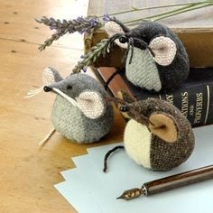 too cute! Mice paperweights. I'm thinking pin cushions.