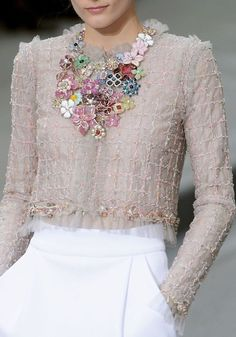 Chanel at Paris Fashion Week Spring 2009 - Chanel Clothes - Trending Chanel Clothes - Chanel Spring 2009 Style Couture, Couture Fashion, Paris Fashion, High Fashion, Womens Fashion, Coco Chanel Fashion, Couture Details, Chanel Couture, Estilo Lady Like