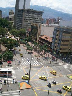Avenida Oriental desde la Clínica Soma. Lunes 23 de abril, día sin carro. Street View, Earth Day, Rolling Carts, Mondays, Colombia, Beach