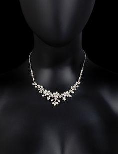 Kette mit Perlen und Strass