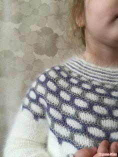 Updating wardrobe – Little Winter Angel sweater Free Childrens Knitting Patterns, Free Baby Blanket Patterns, Kids Patterns, Knitting Charts, Sweater Knitting Patterns, Easy Knitting, Crochet Crafts, Knit Crochet, Kids Dress Wear