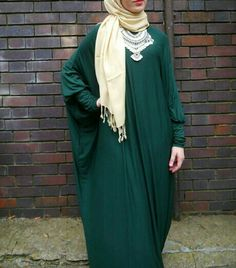 Add bold accessories to your bat wing abayas