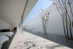 徹底的にミニマルデザインな個人住宅 - The Arch Design