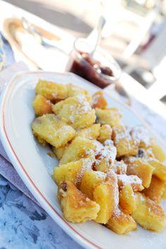 Hungarian Császármorzsa (sweet crepe crumbs) - A caramelized pancake is split… Hungarian Cuisine, Hungarian Food, European Cuisine, Hungarian Recipes, Sweets Recipes, Brunch Recipes, My Recipes, Recipies, Plum Sauce