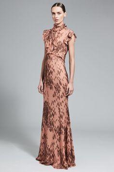 Guarda la sfilata di moda J. Mendel a New York e scopri la collezione di abiti e accessori per la stagione Collezioni Autunno Inverno 2017-18.