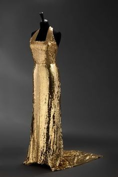 *blinds you with Queenly perfection* | 24 Fierce Gowns That Scream World Domination