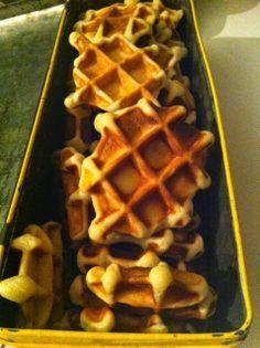 kleine wafeltjes Beignets, Kids Meals, Easy Meals, Waffle Maker Recipes, Cookie Desserts, Healthy Baking, High Tea, Sweet Recipes, Bakery