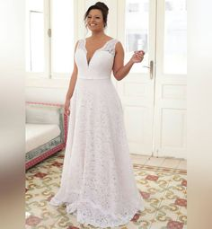 Is shopping for a plus size wedding dress causing you more stress and exhaustion than it is worth? You deserve to look your absolute best you your wedding day and if that means finding plus size wedding dresses that y. Wedding Bride, Lace Wedding, Wedding Ideas, Summer Wedding, Wedding Venues, Foto Wedding, Wedding Bells, Bride Groom, Wedding Rings