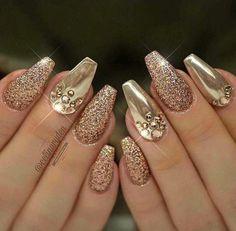 Gold Nail Polish, Gold Glitter Nails, Elegant Nails, Stylish Nails, Pretty Nail Designs, Nail Art Designs, Cute Nails, Pretty Nails, Nail Design Video