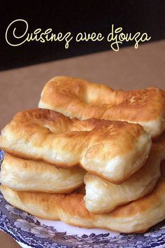Beignets au yaourt faciles et légers Beignets faciles et légers au yaourt Thermomix Desserts, Dessert Recipes, Bread Recipes, Cooking Recipes, Tunisian Food, Algerian Recipes, Desserts With Biscuits, Ramadan Recipes, Arabic Food